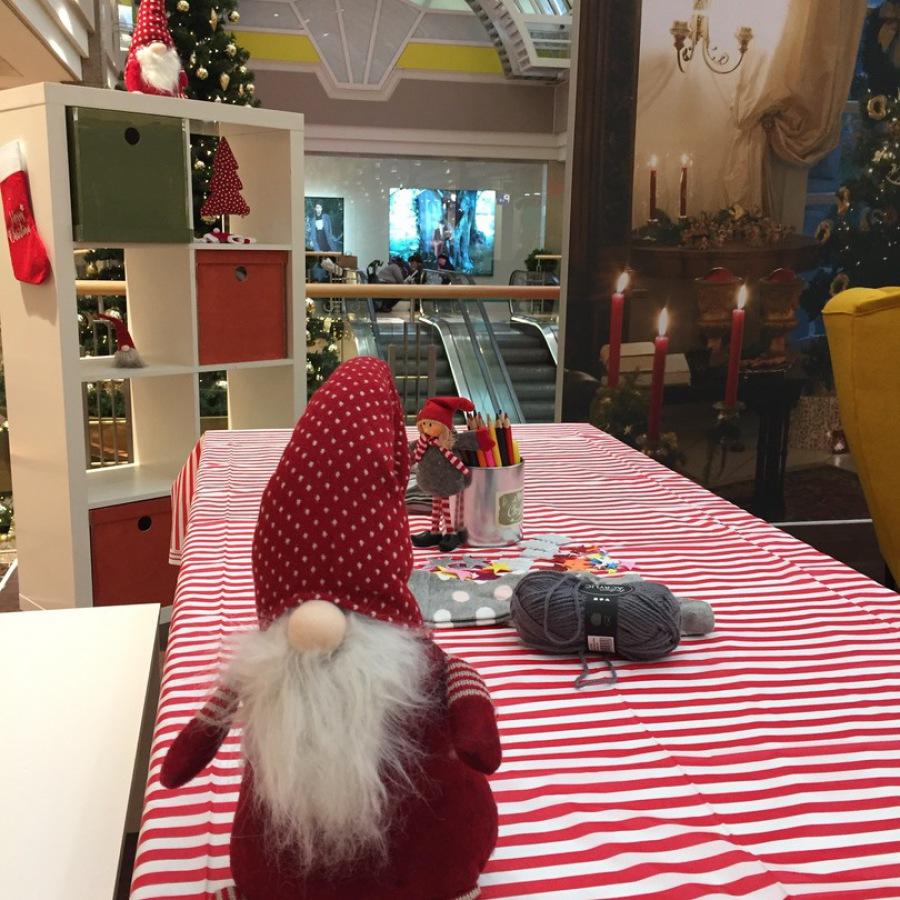 Selbstgebastelte weihnachtliche Tischdekoration